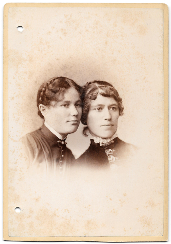 Lizzie and Emma Boeckling
